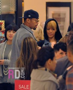Rhianna & Matt Kemp catch up on Xmas shopping