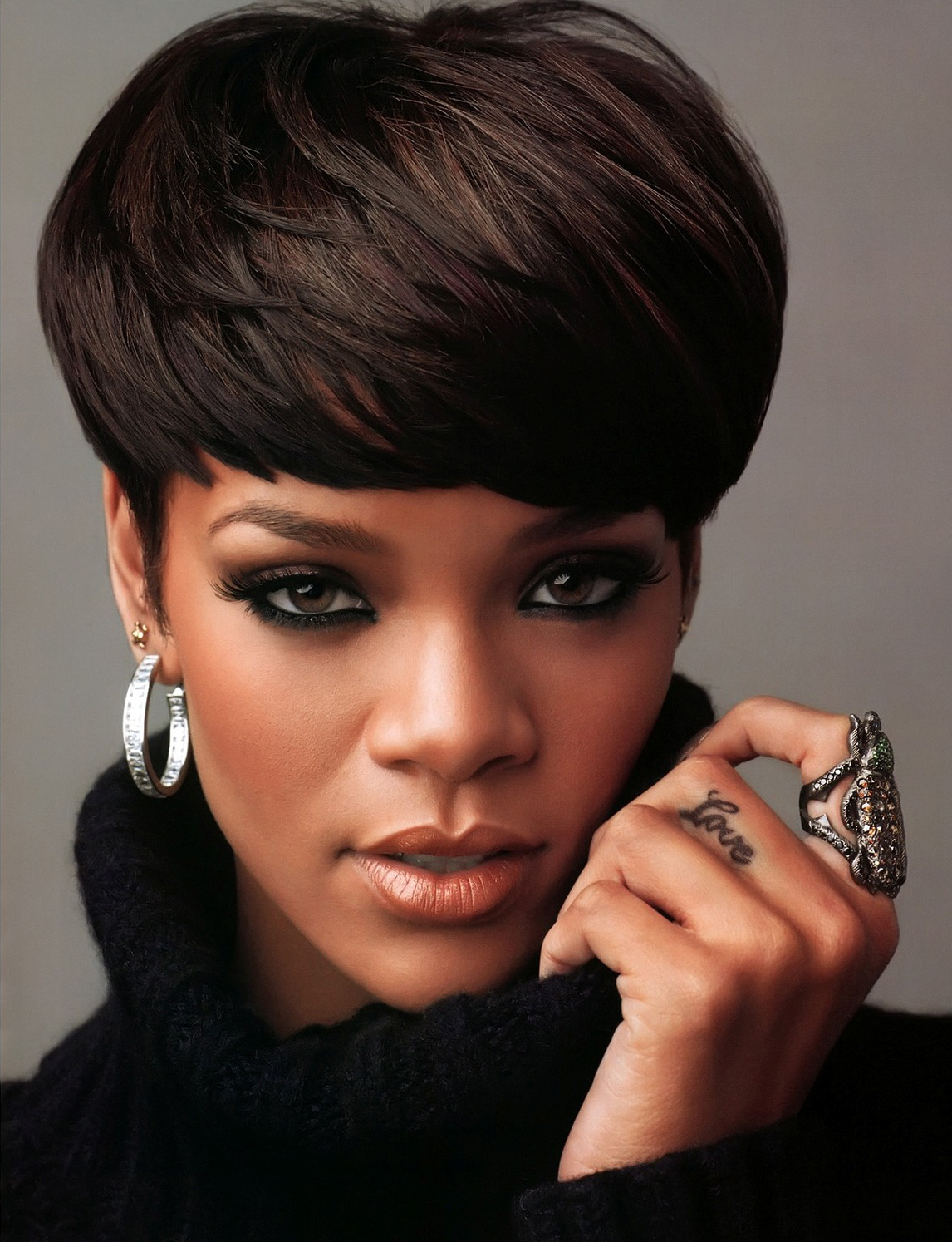 Rihanna Bowl Cut Hairstyle Wig